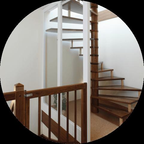 Holz-Treppen